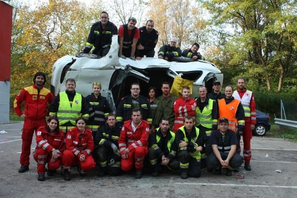 Freiwillige Feuerwehr Krems/Donau - Training für Menschenrettung aus Fahrzeugen